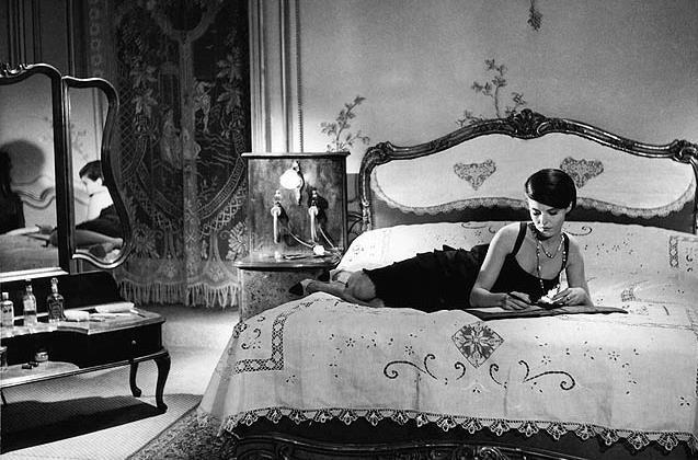 Chanel 公司赞助修复60部有Chanel女士设计服装的经典电影