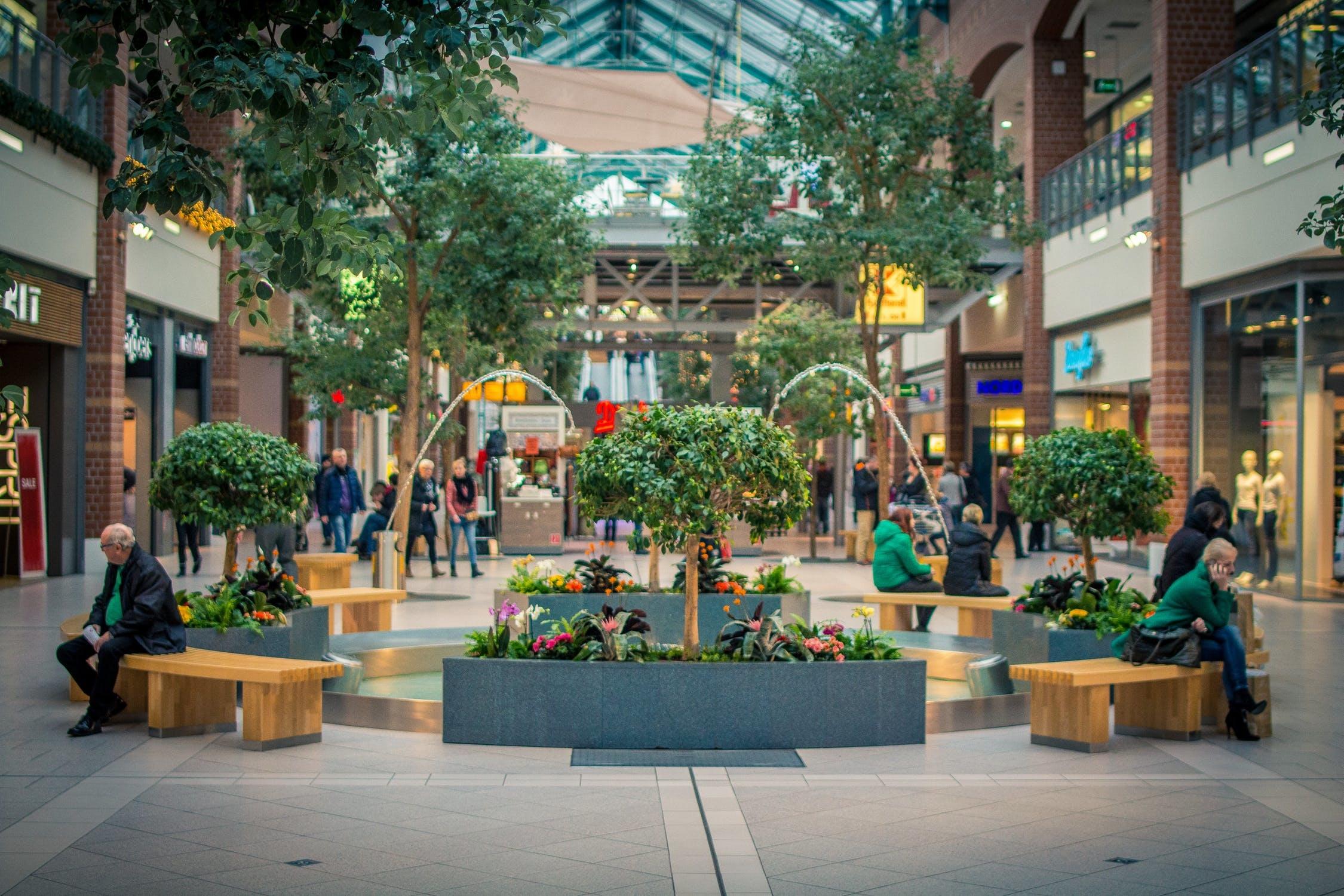 """美国购物中心空置率持续攀升,大型百货等""""核心商家""""撤离后小租户难以为继"""