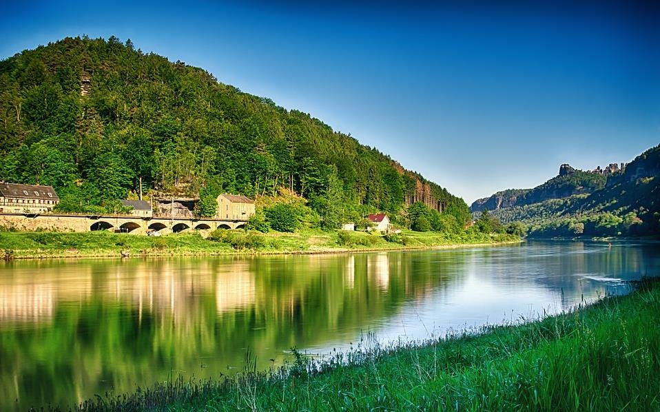 Karl Lagerfeld 在德国易北河畔的旧居再度出售,当年被老佛爷卖掉的原因竟是:环境太过舒适了!