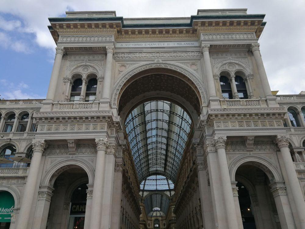 法国奢侈品牌 SaintLaurent天价拿下米兰埃马努埃莱二世长廊黄金铺位,遭遇意大利品牌抗议