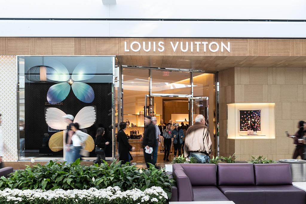LVMH集团季报提振欧洲奢侈品股价,但瑞士手表出口下滑、美国市场需求放缓释放负面信号