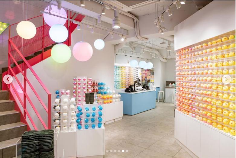 """英国天然美容品牌Lush 在东京原宿开设全新概念店:两层门店只卖一种产品""""气泡弹"""""""