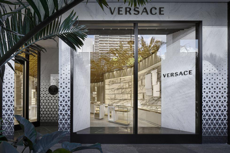 兼顾奢华和环保,Versace 邀请法国知名设计师全面改造升级品牌门店