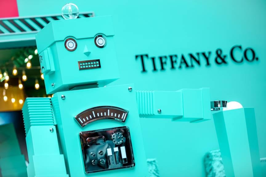 【华丽通告】Tiffany & Co.蒂芙尼举行2018亮灯仪式,打造机器人主题节日季展览