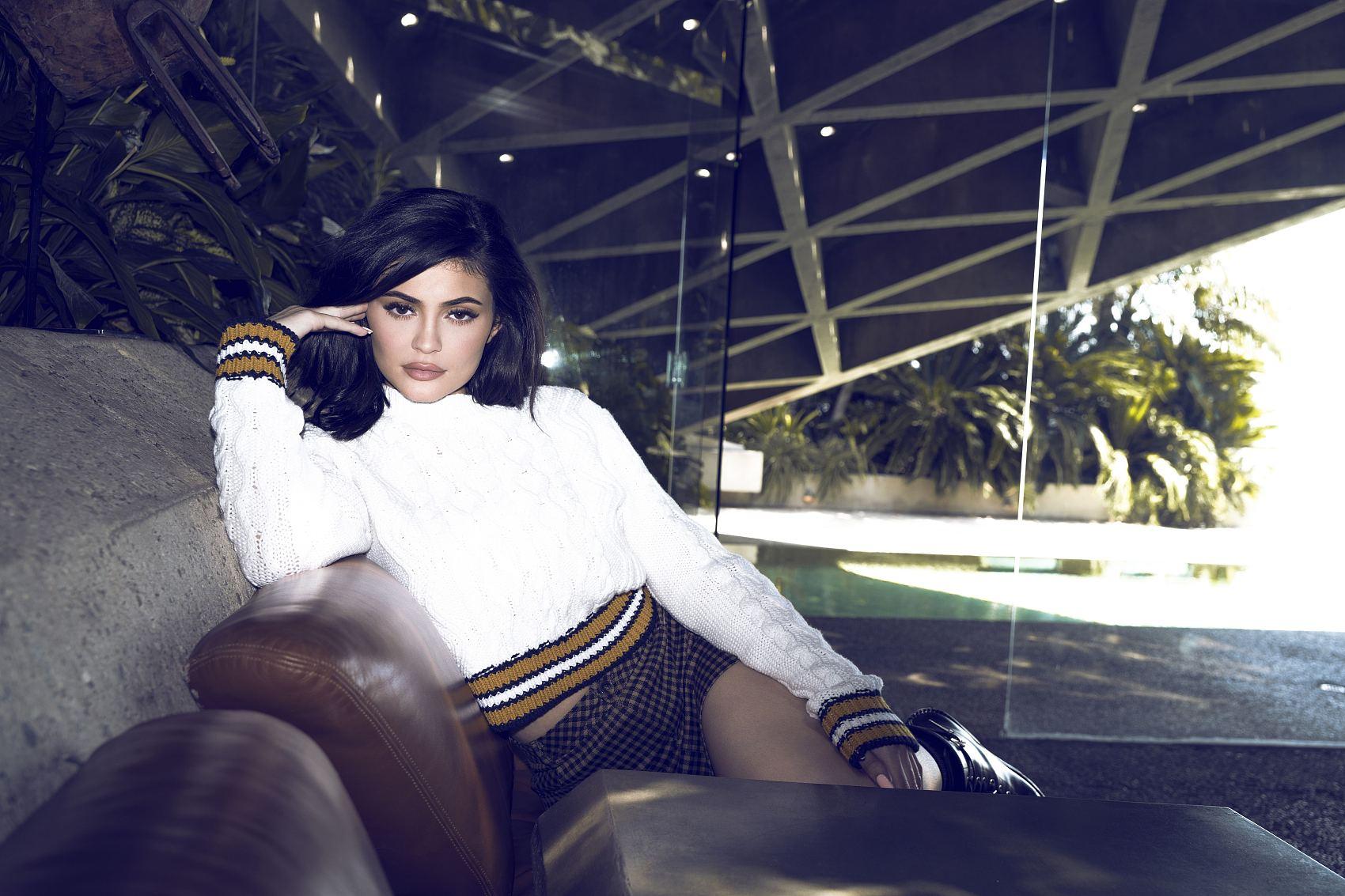 """有史以来最年轻的《福布斯》""""白手起家""""富豪:年仅21岁的美国社交红人 Kylie Jenner"""