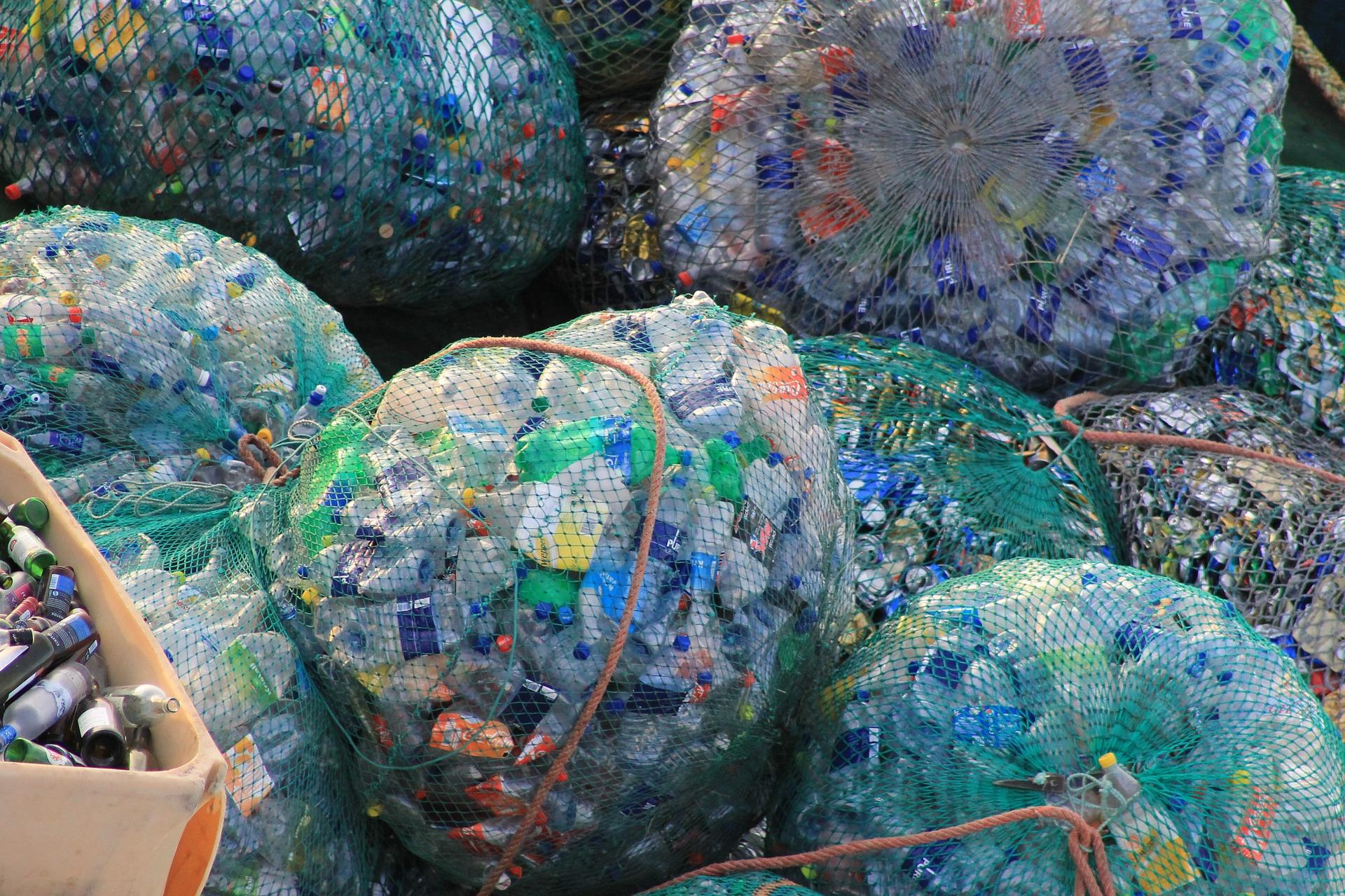 瓶装水造成的塑料污染问题日益严重,行业老大雀巢公司如何应对?