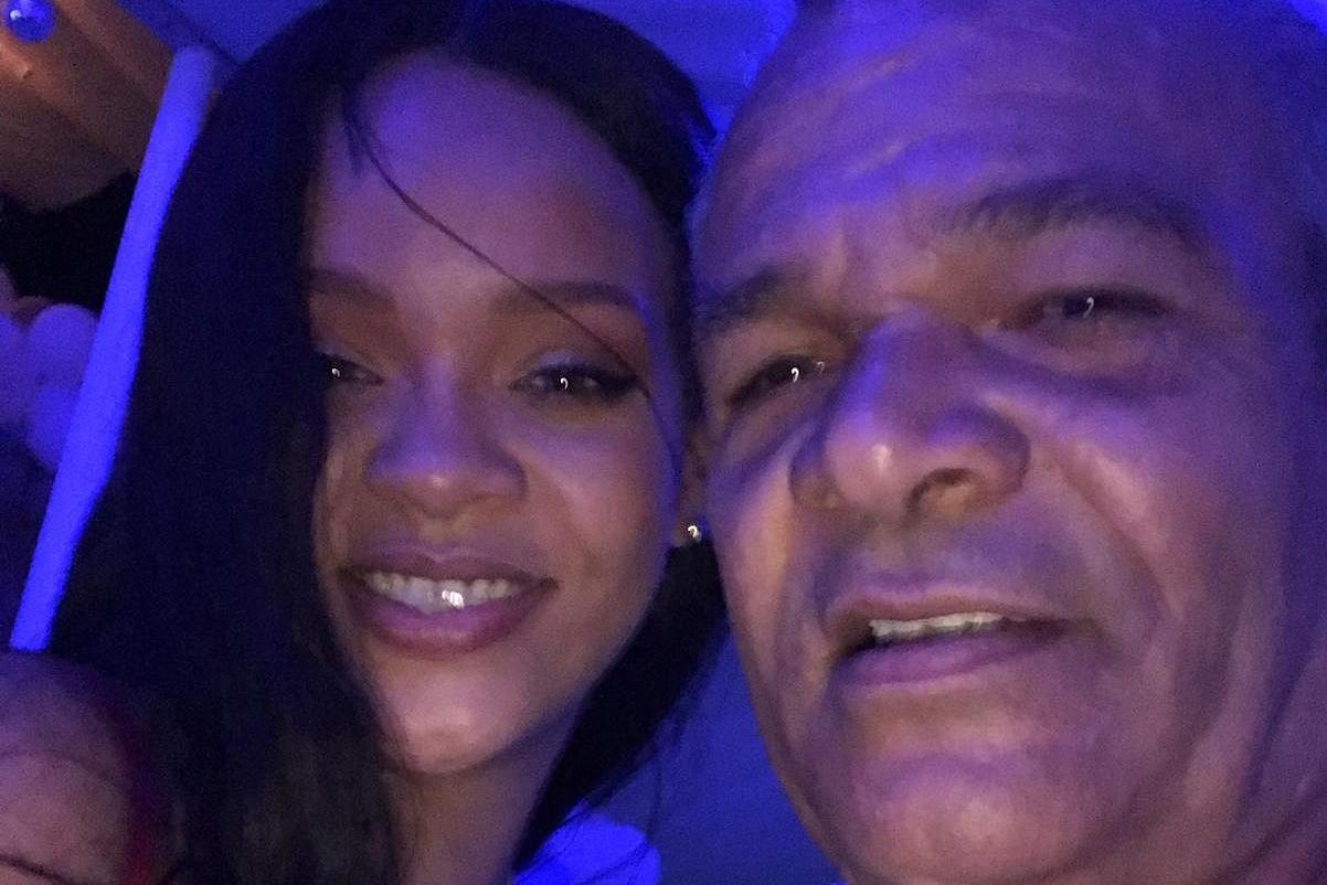 Rihanna 起诉父亲侵犯自己的商标权,并滥用女儿的名号大肆敛财