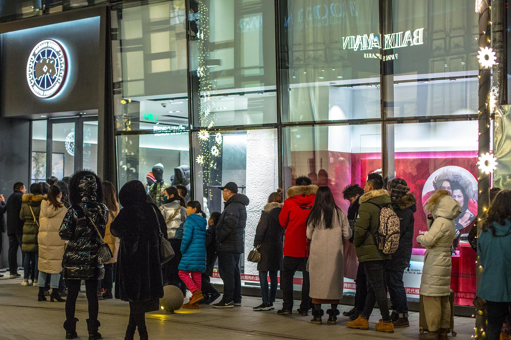 Canada Goose北京首店终于开业,门前的长龙刺激低迷股价反弹