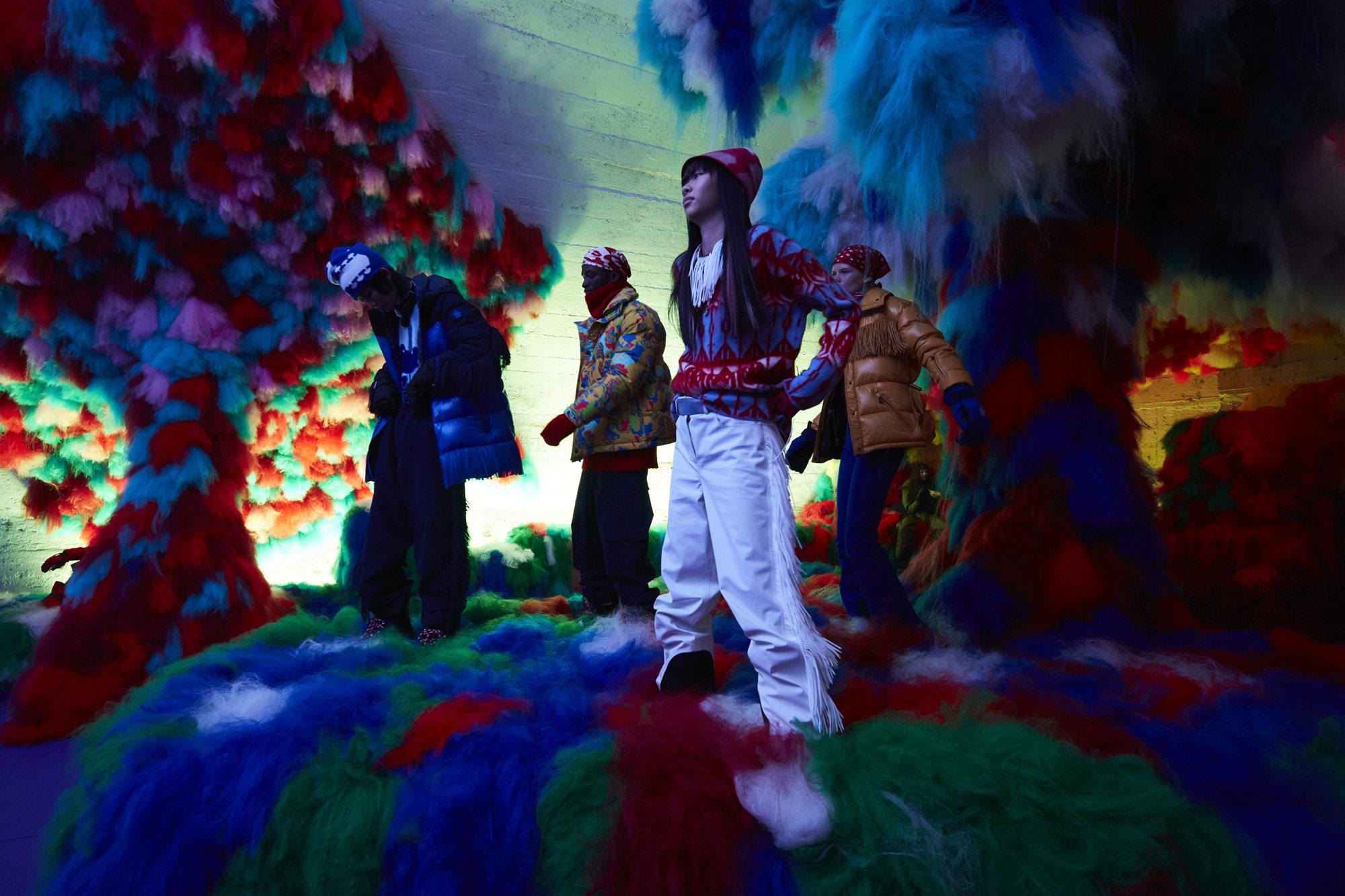 Moncler Genius 联名合作项目第二季亮相米兰时装周,面向公众展出全部十款新系列