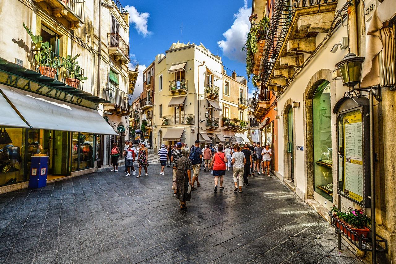"""意大利拟推行""""周日闭店令"""",导致几家购物中心和折扣卖场的出售交易搁浅"""