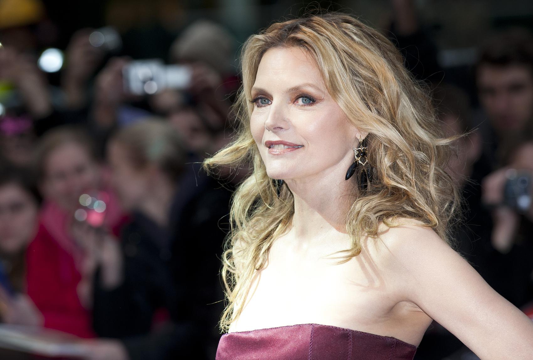 好莱坞女星Michelle Pfeiffer推出首个获得环保组织EWG认证的香水系列Henry Rose
