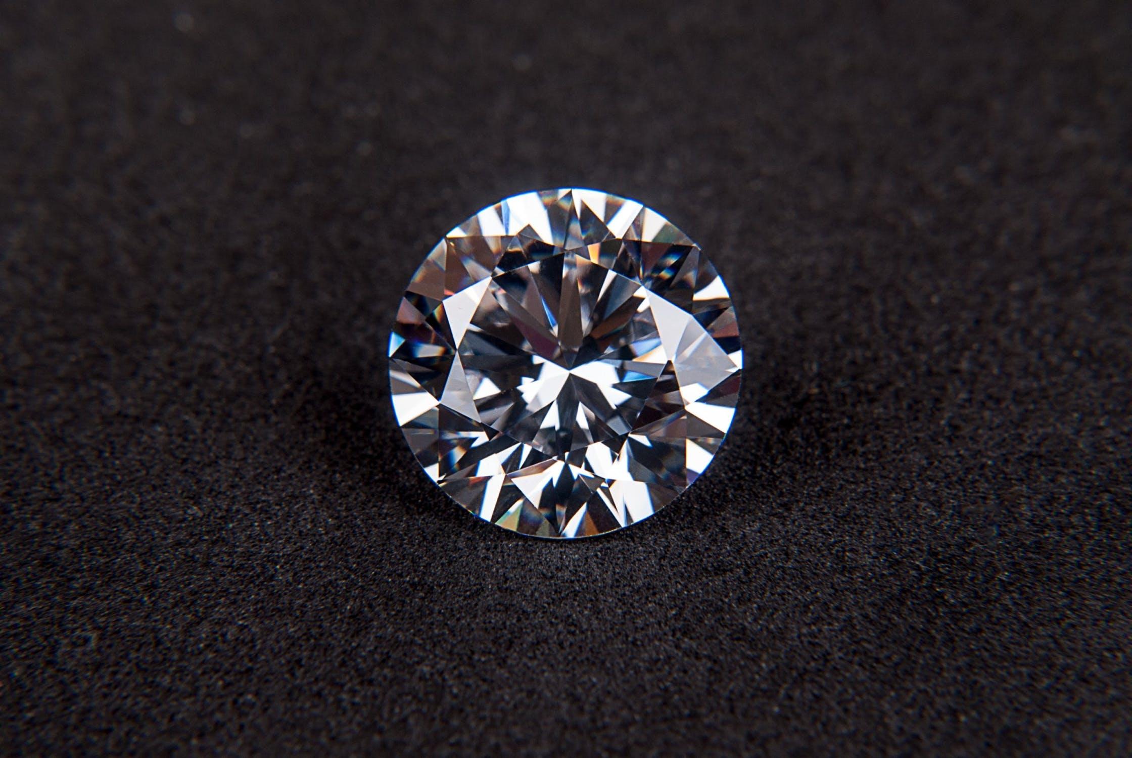 美国联邦贸易委员会对八家公司发出警告:钻石珠宝广告中需明示是否为合成钻石