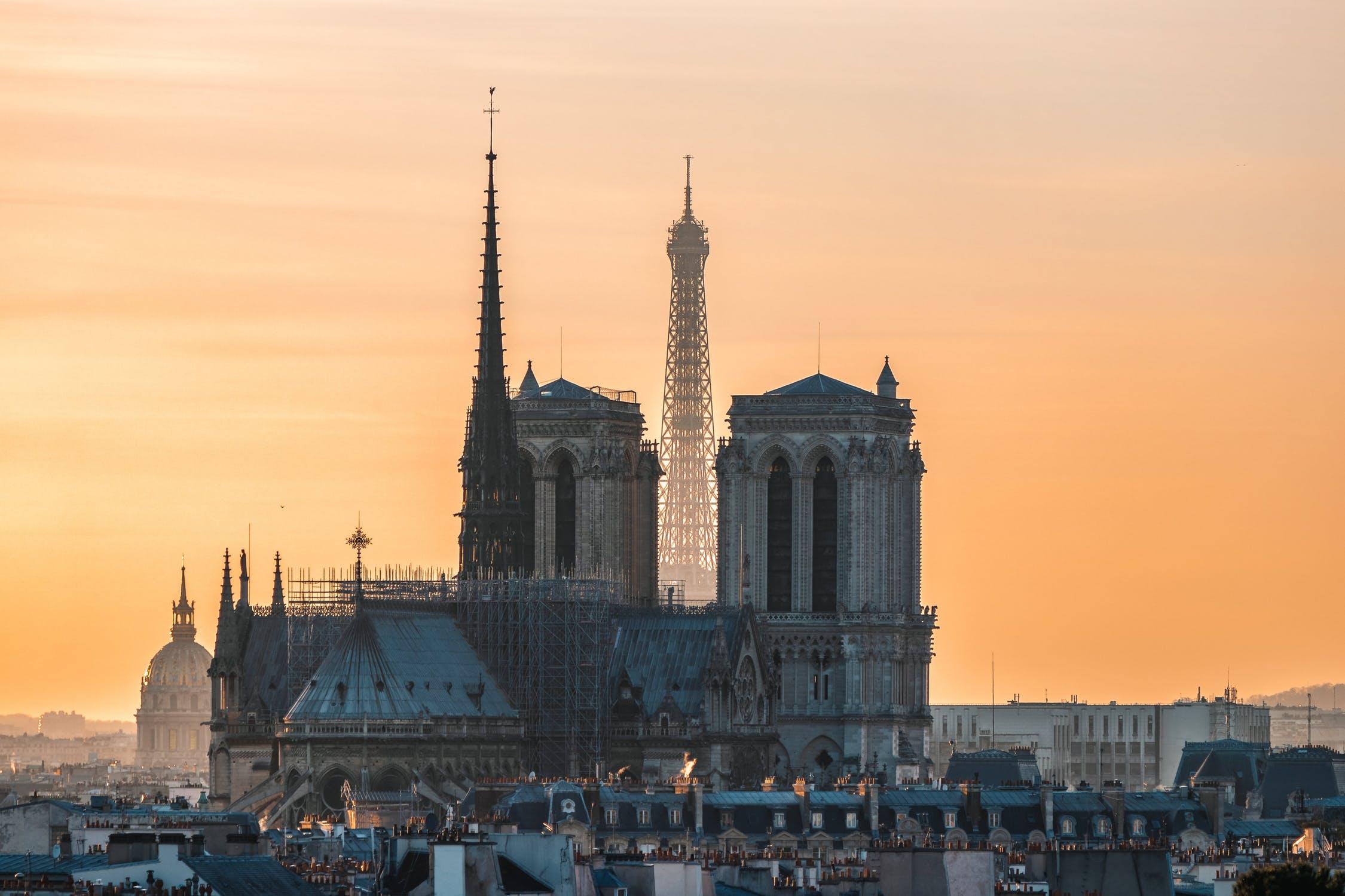 巴黎圣母院遭遇严重火灾,法国两大奢侈品集团 LVMH 和开云合计承诺出资3亿欧元用于重建