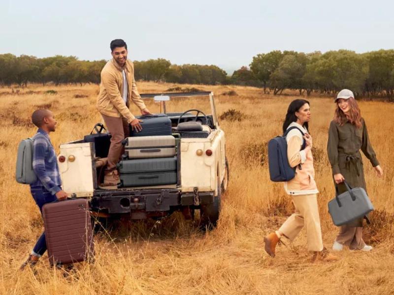 """一图看懂互联网行李箱品牌 Away:两位女性创业者联手打造,四年荣升""""独角兽"""""""