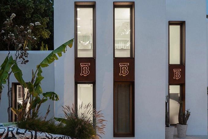 深化门店改革,Burberry 重塑旗下14家旗舰店视觉创意设计