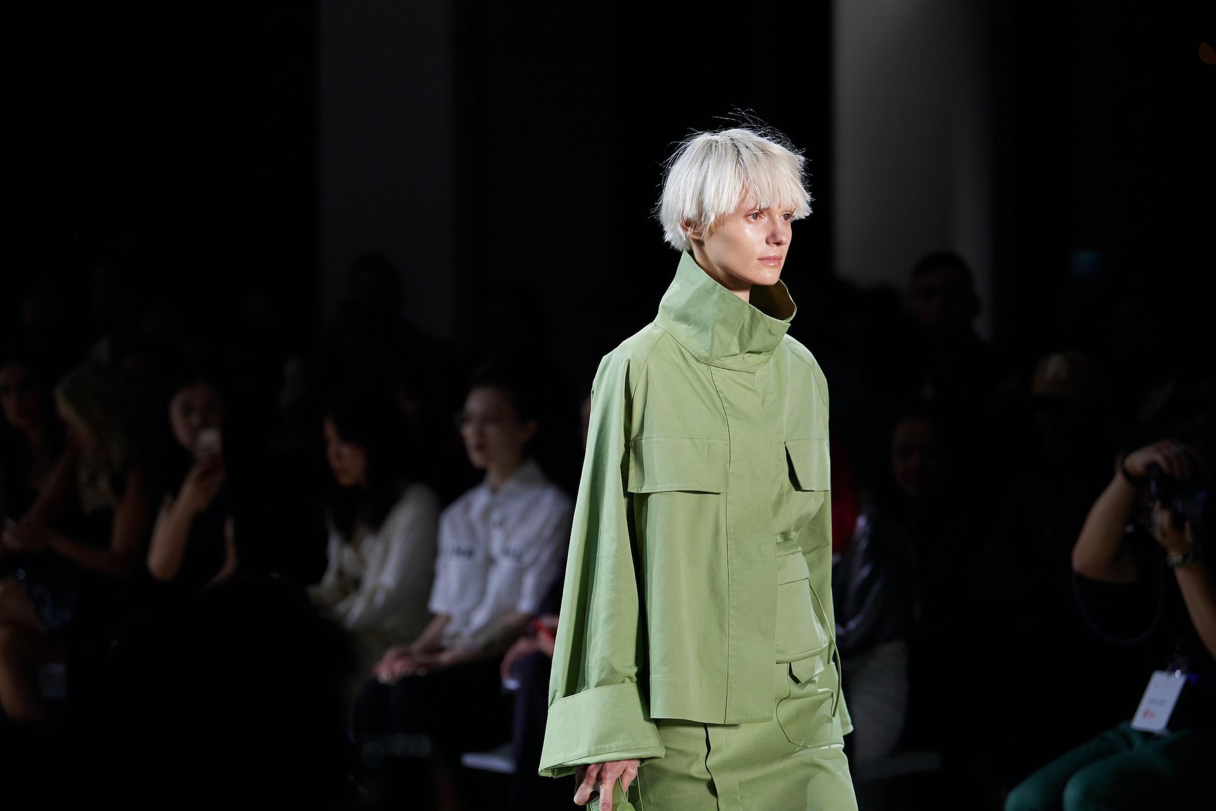 """中国女装品牌如何走出""""红海""""?从LILY商务时装的三次品牌升级,看细分市场新机遇"""