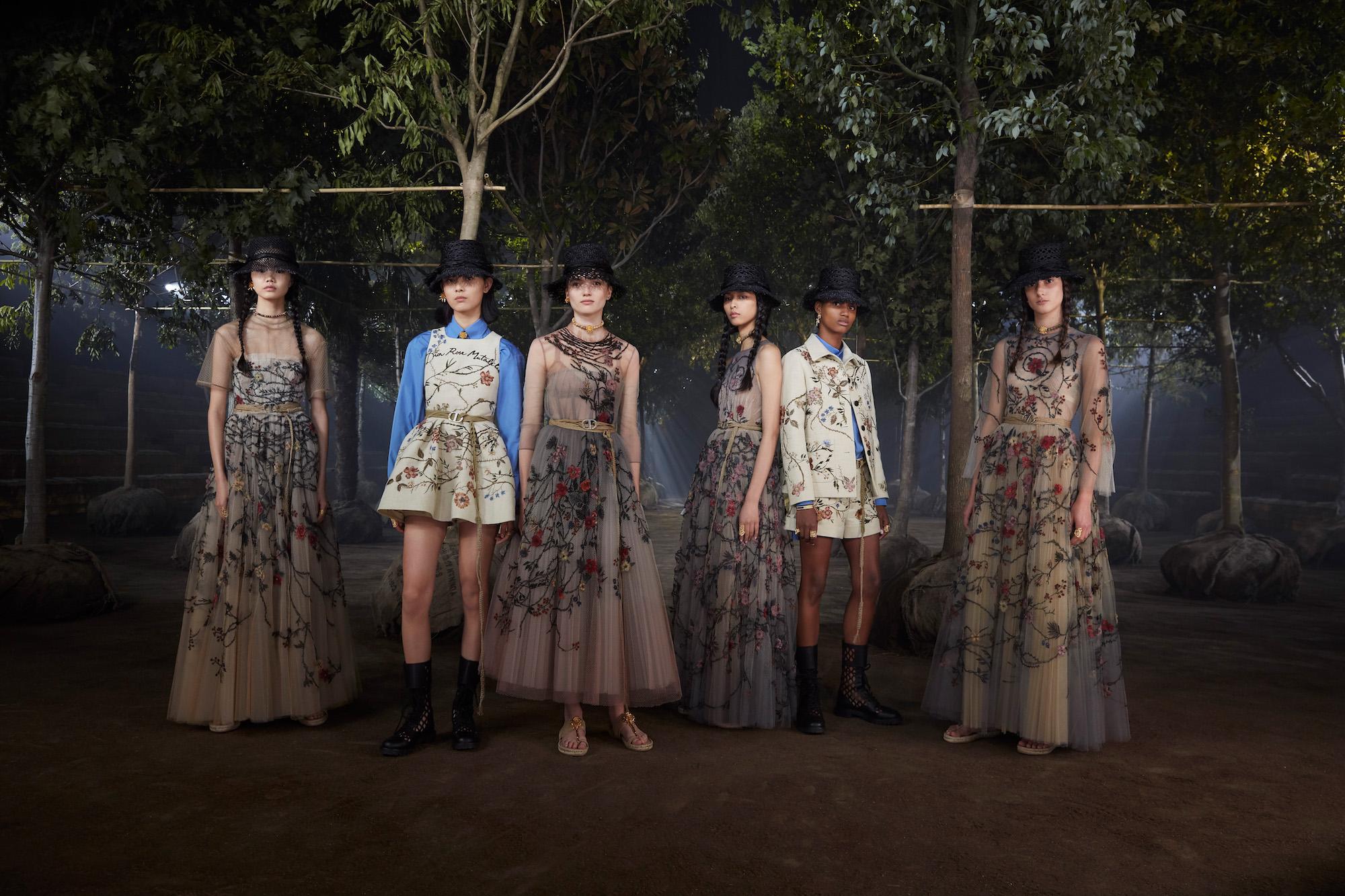 """在上海,Dior 历史上首位女创意总监营造了怎样一座""""包罗万象的花园"""""""