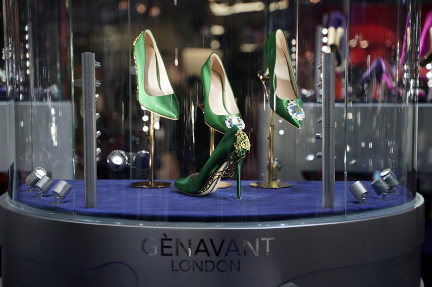 把珠宝穿在脚上!国际珠宝鞋履高级定制品牌 Gènavant 与寺库达成战略合作,《华丽志》专访品牌创始人