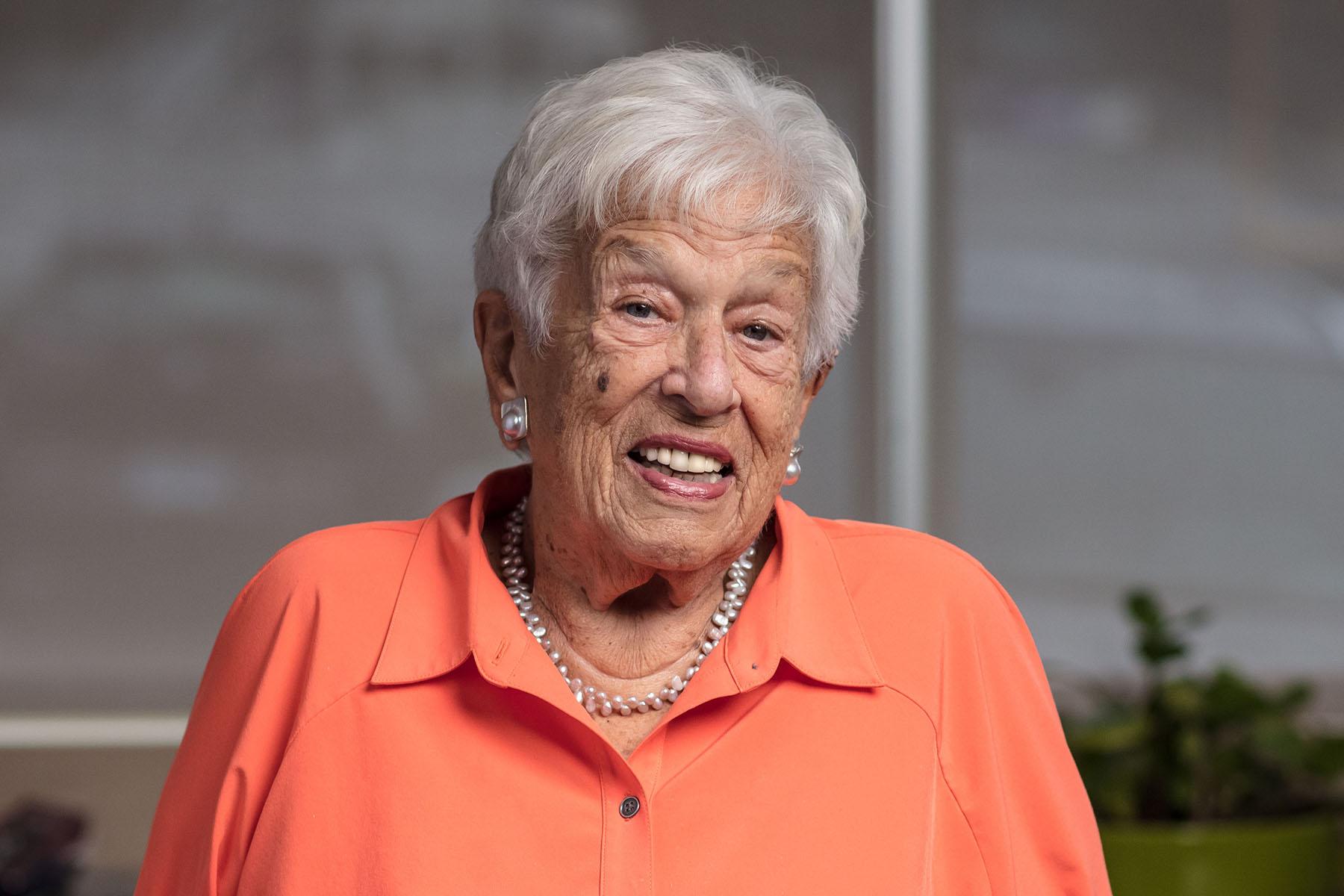美国户外服饰巨头 Columbia 的女掌门人95岁高龄逝世:从家庭妇女到世界级女企业家
