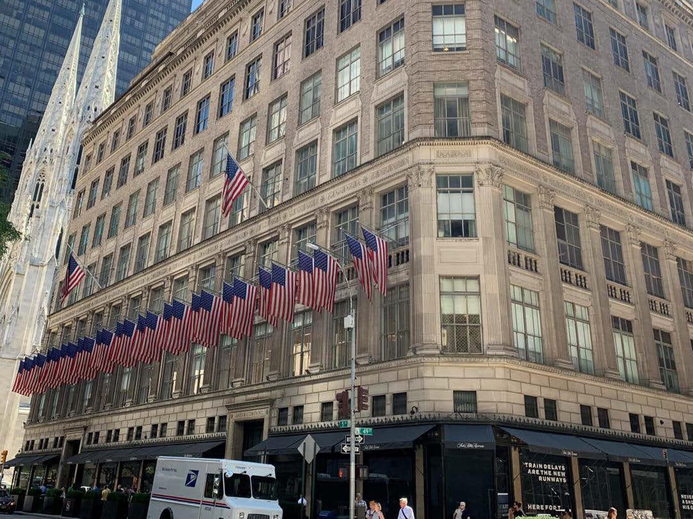 纽约Saks Fifth Avenue旗舰店房产最新估值16亿美元,相比五年前缩水近60%