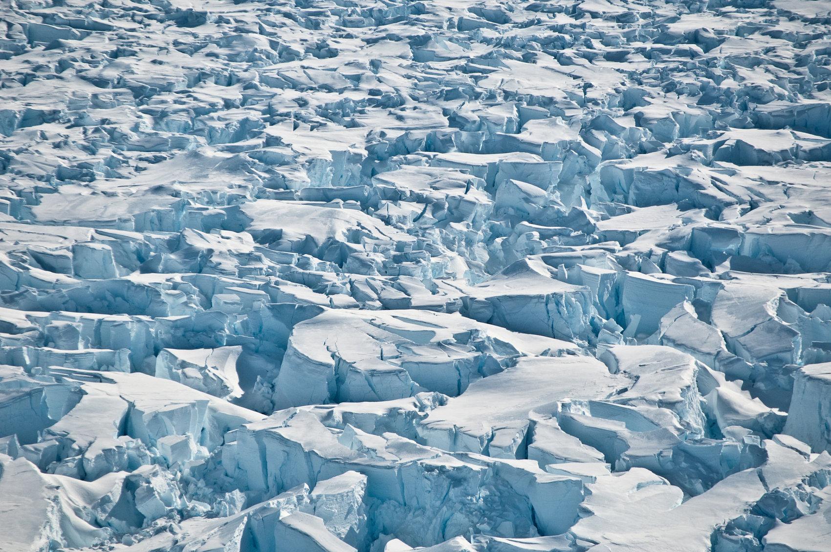 南极北极豪华邮轮火爆非常,随之而来的环保问题不容忽视