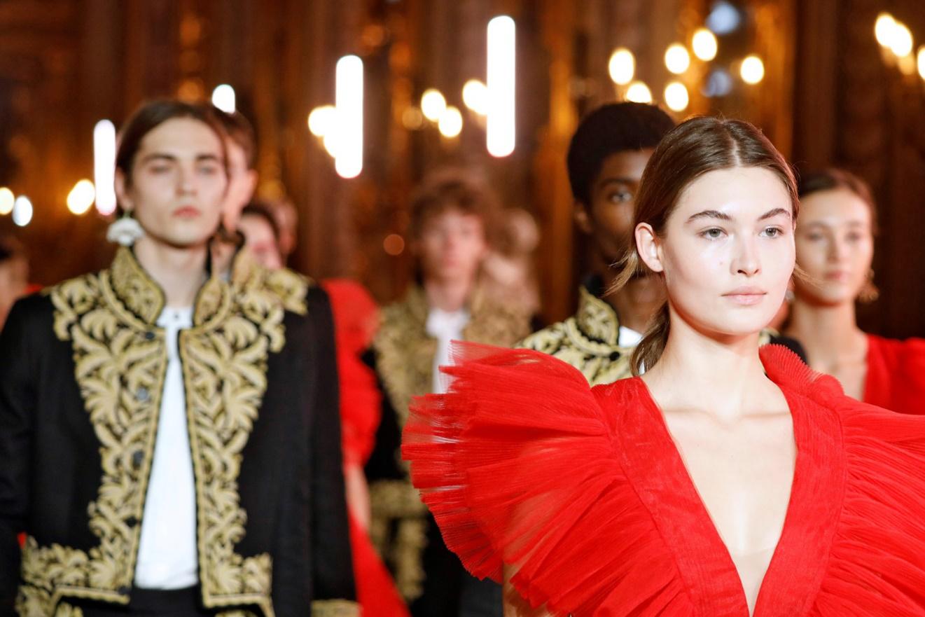 时尚零售的寒冬中,H&M逆势恢复全年利润增长,靠的不只是联名爆款