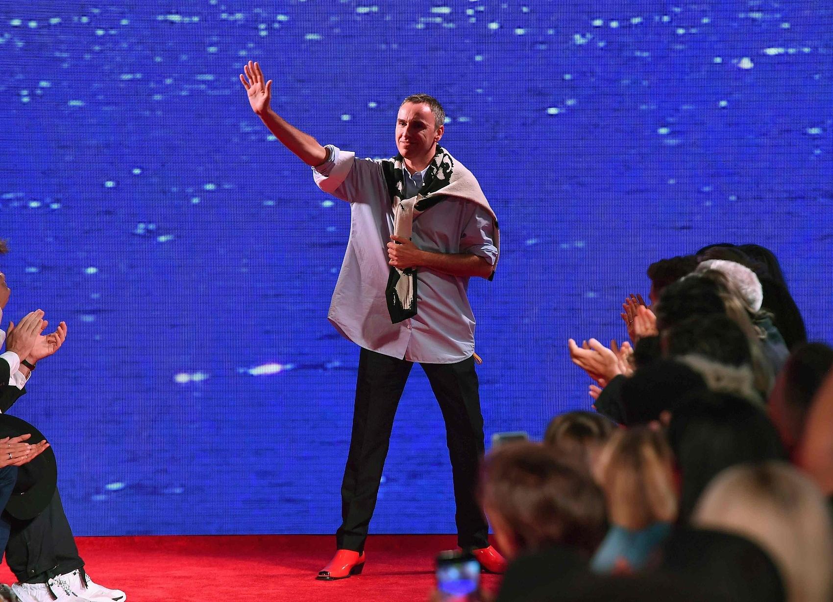"""Raf Simons 为同名品牌打造""""科幻""""运动鞋系列,将亮相巴黎时装周"""