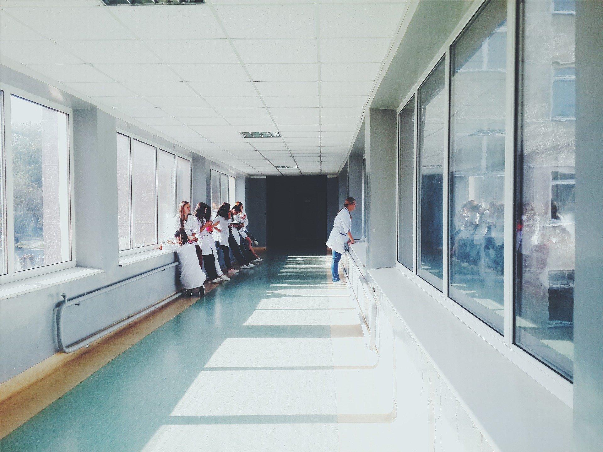 让普通服装也能阻断病菌传播!美国科学家最新发明可有效降低医护人员的交叉感染风险