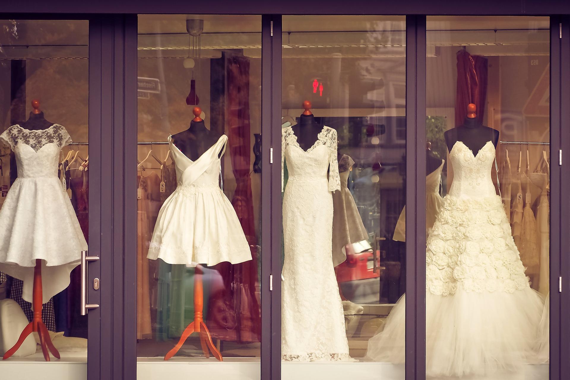 """婚纱可以有""""九条命""""!租赁、捐赠、转卖等成为婚纱行业新热点"""
