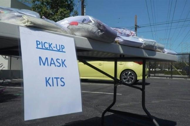 """""""缝纫机""""是最好的抗疫武器之一!美国志愿者纷纷参与口罩和防护服的制作"""