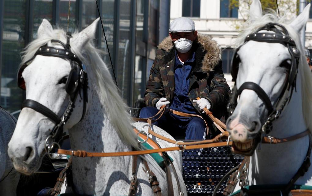 维也纳的马车不停工,帮助洲际酒店为疫情封锁中的老人们运送免费食物