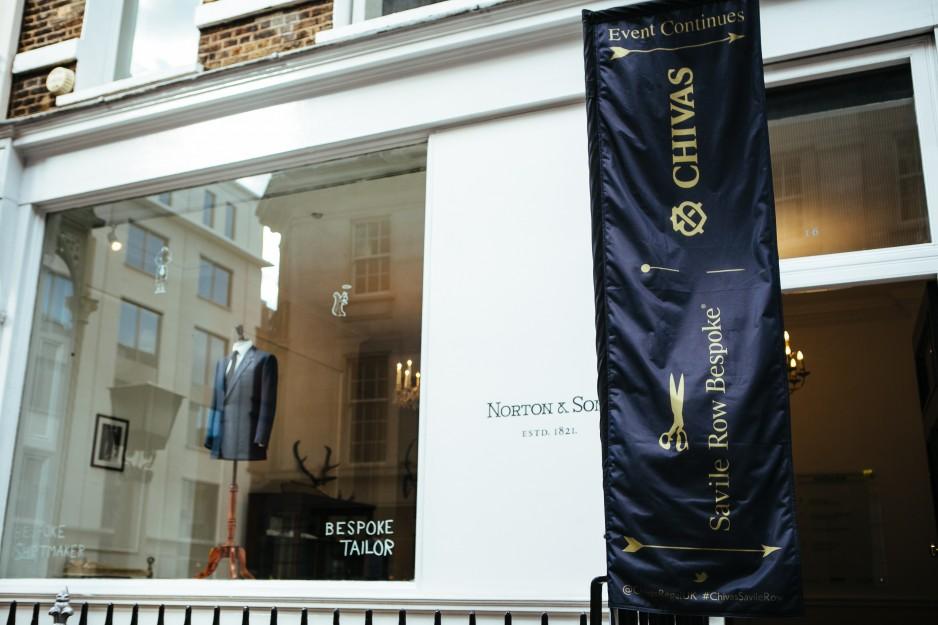 伦敦高级男装定制一条街 Savile Row 的裁缝们与房东协商希望降低租金,渡过疫情难关