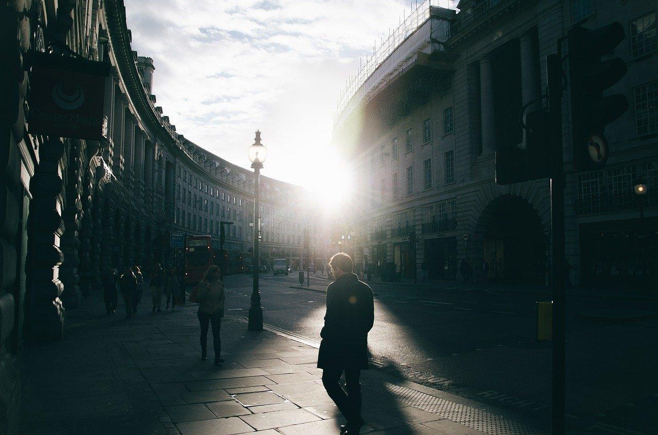 伦敦商店重新开业,从高级手表零售商到高定裁缝店都在经历深刻变革