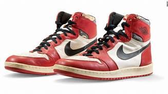 乔丹当年扣碎篮板的那双鞋拍出61.5万美元,创球鞋拍卖历史最高记录