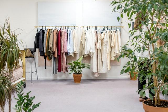 麦肯锡在欧洲的抽样调查显示:疫情后,消费者更推崇可持续时尚