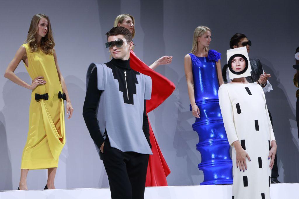巴黎时尚界疫情后首次大型聚会:皮尔•卡丹品牌70周年庆典