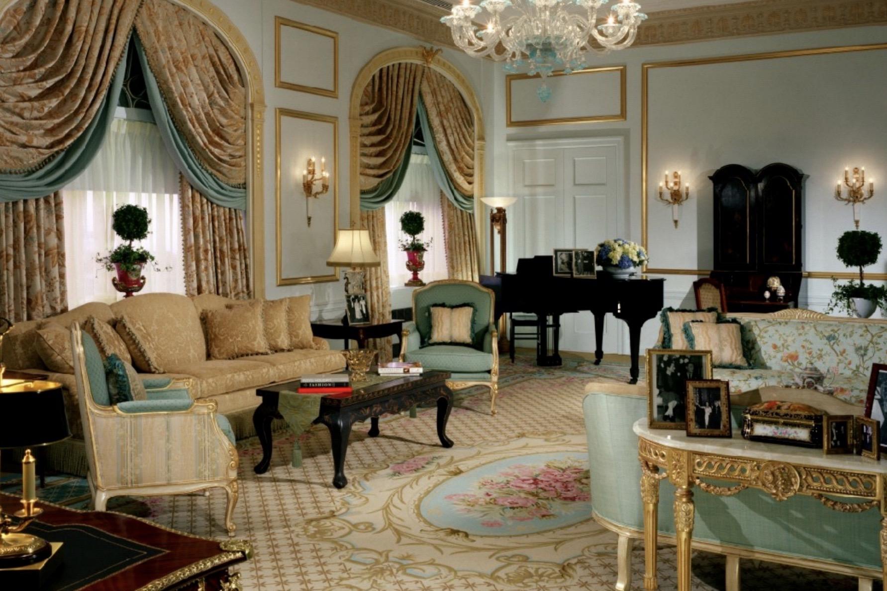 纽约华尔道夫酒店拍卖上万件精美家具饰品,所得将支持纽约圣巴塞洛缪教堂的保护工作
