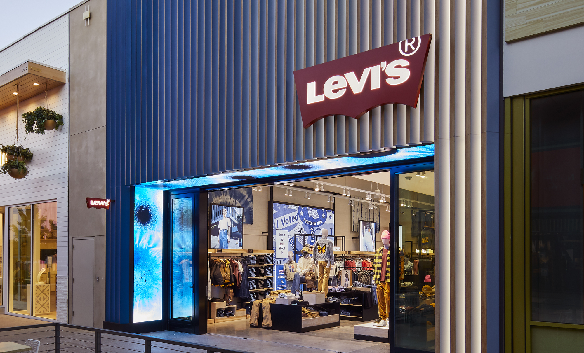"Levi's 推出北美首家 NextGen 概念门店,通过""裁缝铺""提供个性化定制"
