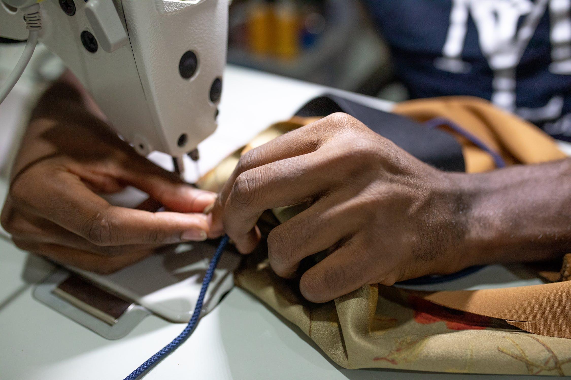 时尚产业链上的疫情重灾区:全球服装加工厂和供应商损失了高达162亿美元的订单