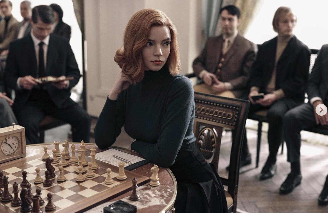 Netflix 热播剧集《后翼弃兵》和《王冠》或掀起时尚界新潮流