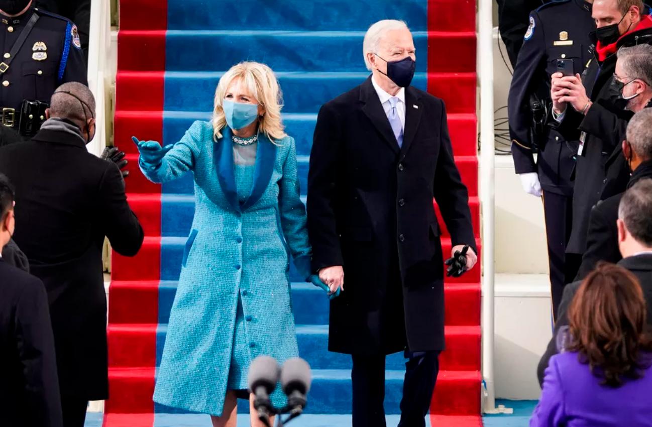 支持美国独立设计师,第一夫人和女副总统在美国总统就职典礼上都穿了什么?