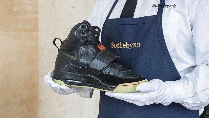 """""""侃爷""""第一双 Nike Air Yeezy 以180万美元成交,买家将公开出售挂钩这双鞋的""""股票"""""""