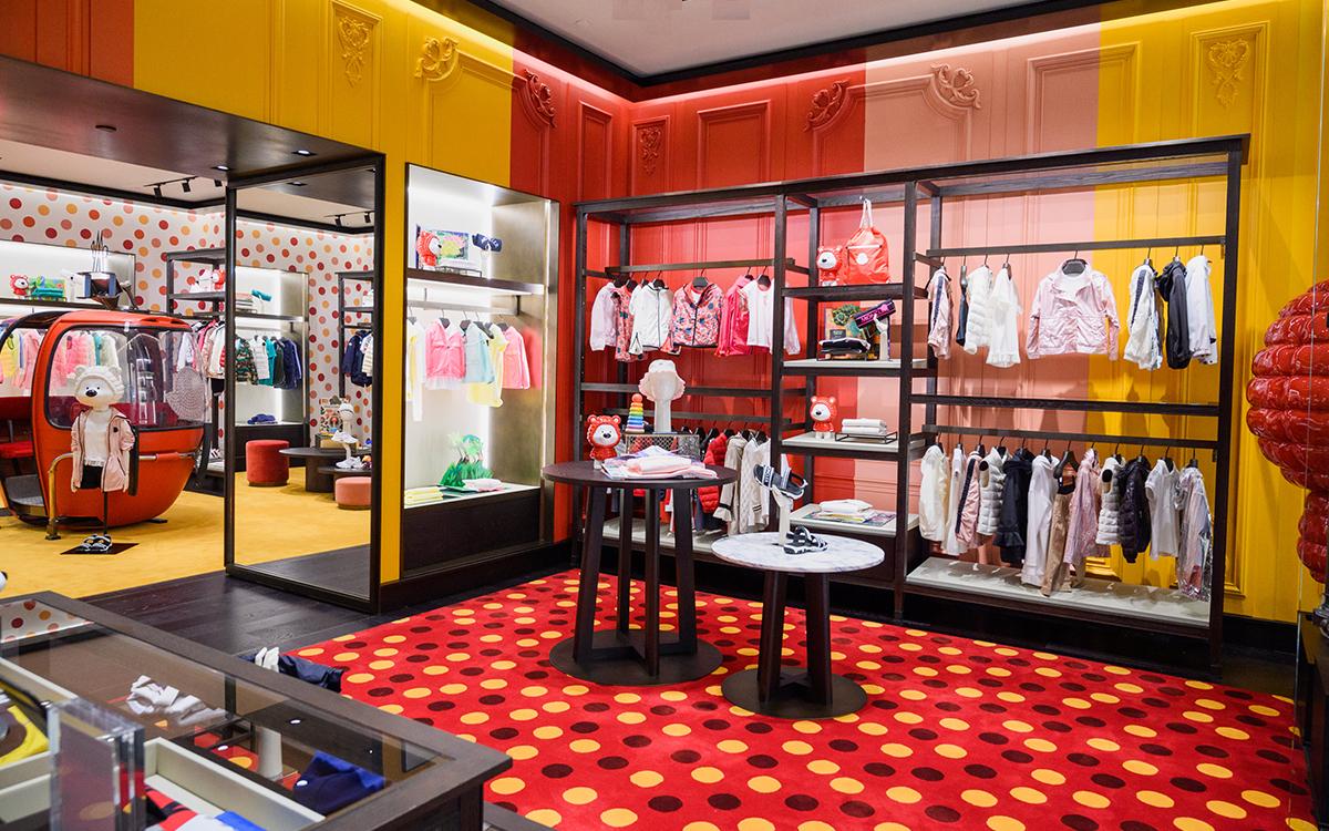 Moncler 在香港海港城购物中心新开一家童装精品店