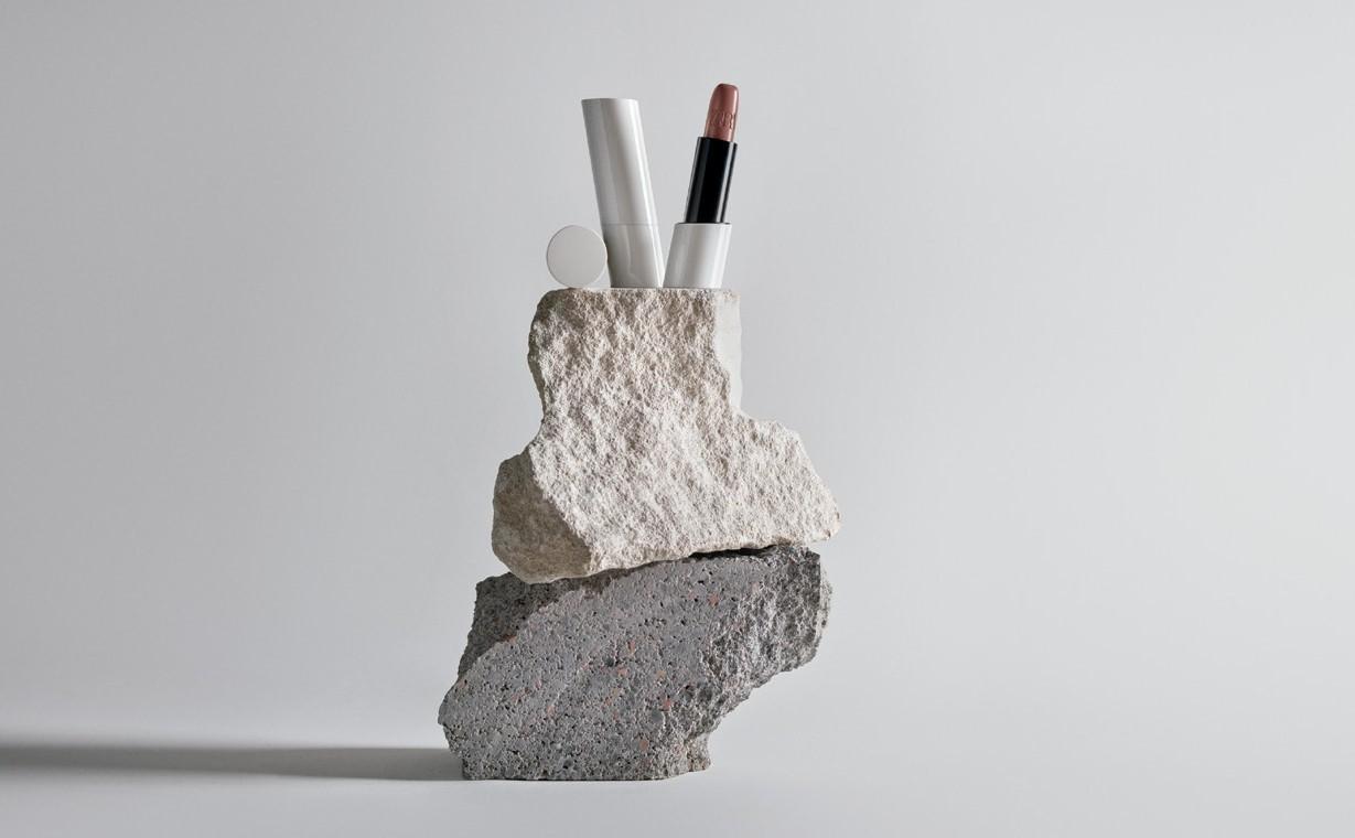 Zara 推出首个完整的彩妆线:主打纯素成分、可重复灌装