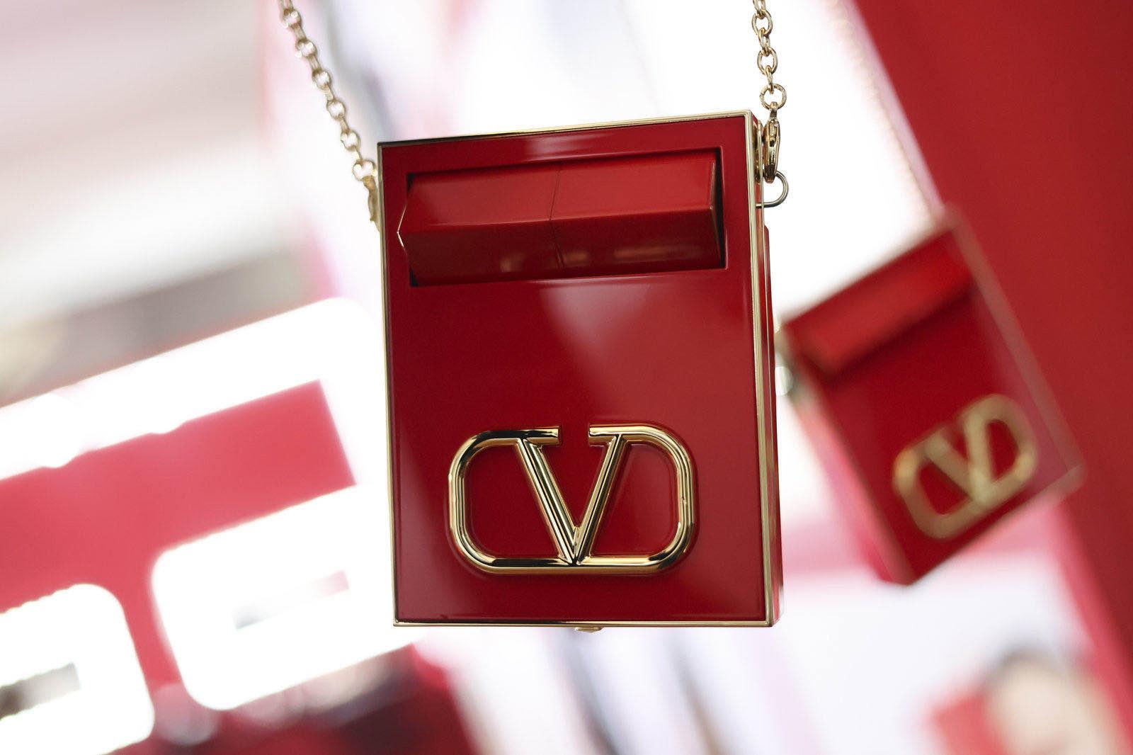 """欧莱雅集团新的""""掌上明珠""""亮相:Valentino 全系列美妆正式进军中国市场"""