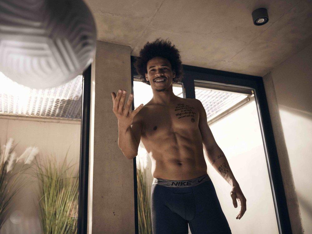 """Nike 推出首个""""Move to Zero""""系列环保内衣,德国足球运动员萨内演绎最新广告"""