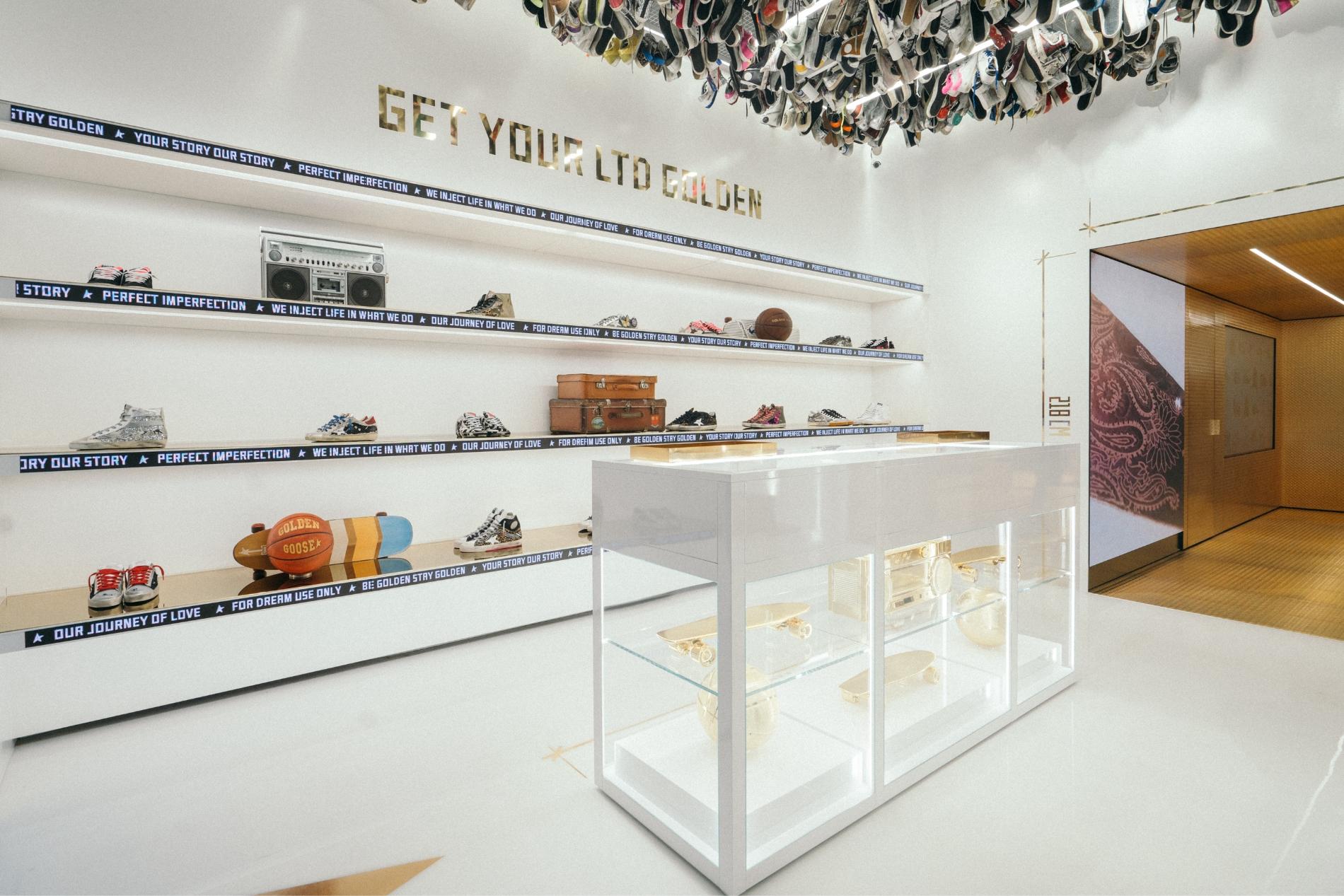 """""""一个创造对话的空间"""":意大利轻奢潮鞋品牌 Golden Goose 在米兰开设全新概念店"""